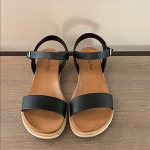 Cute black sandals! Great with any outfit!